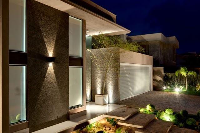 Fachadas de casas modernas 35 fotos for Casas modernas grandes por dentro