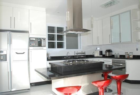 Cozinhas-planejadas-pequenas-bancada-granito-2